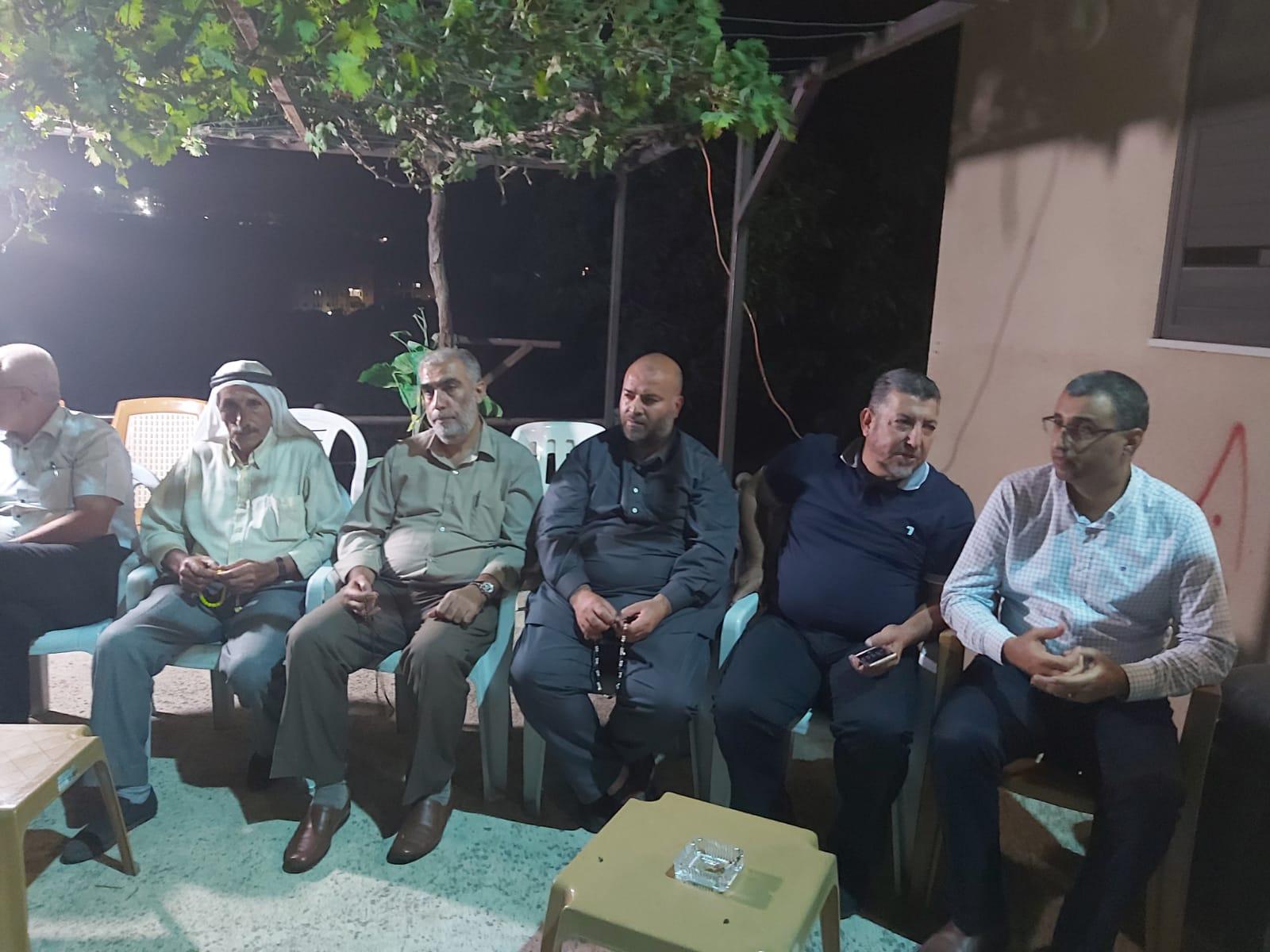 Photo of مجلس كفركنا واللجنة الشعبية في زيارة لعائلة الشهيد محمد غالب خمايسي