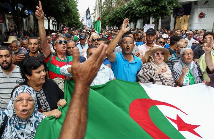 "Photo of ""لا للانتخابات"".. مظاهرات ضد النظام بالجزائر للأسبوع الـ35"