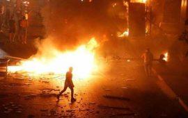 وفاة 2 بلبنان باحتجاجات بيروت.. والحكومة تتراجع عن الضريبة