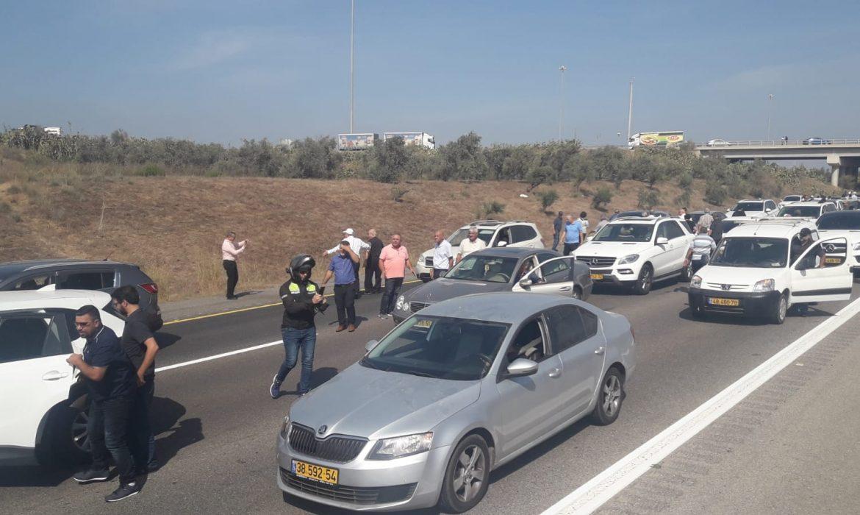 نحو القدس: مئات السيارات تشلّ حركة السير احتجاجا على العنف في الداخل الفلسطيني وضد تواطؤ الشرطة