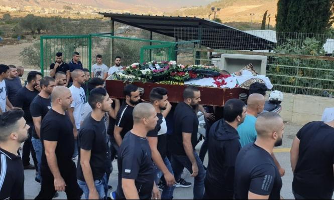 مجد الكروم: جماهير غفيرة تُشيع جثمان ضحية القتل محمد سبع