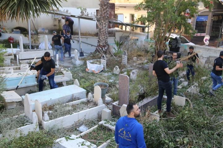 """نظّمه """"رواد الإبداع"""".. معسكر عمل تطوعي في المقبرة التحتا في الناصرة"""