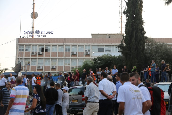 Photo of الناصرة: المئات يتظاهرون أمام مقر شرطة الشمال ضد العنف والجريمة وتواطؤ الشرطة