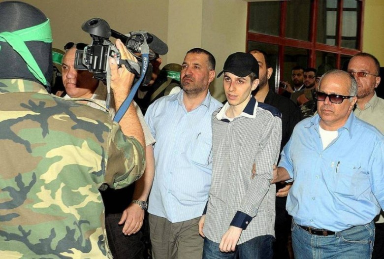 Photo of حماس بذكرى وفاء الأحرار: قضية الأسرى مركزية وسنبيض السجون