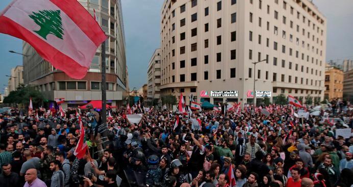 Photo of انتفاضة لبنان: لا جديد سياسياً والمحتجون يقفلون مرافق عامة وحيوية