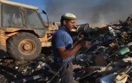 حرق الخردة… أزمة صحية خطيرة في الخليل