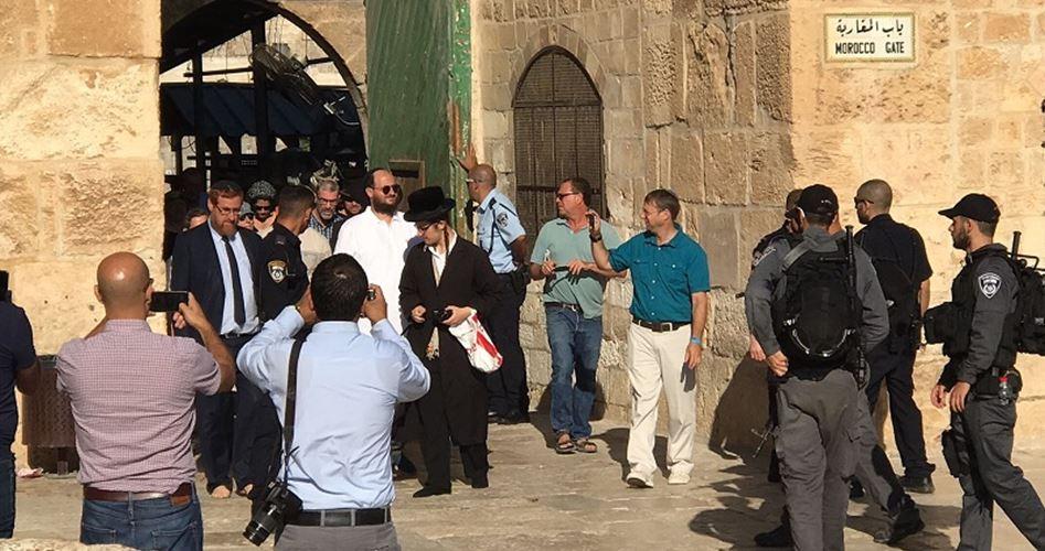 200 مستوطن يقتحمون باحات المسجد الأقصى