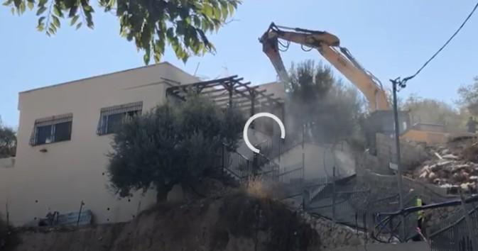 الاحتلال يهدم منزلين لعائلة العباسي بسلوان