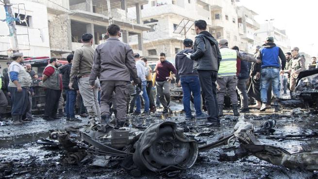 Photo of 60 قتيلاً وجريحاً بانفجار مفخخة في مدينة الباب السورية