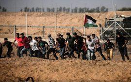 غزة: إصابة 69 مواطنًا خلال قمع الاحتلال المشاركين في مسيرات العودة منها 26 بالرصاص الحي