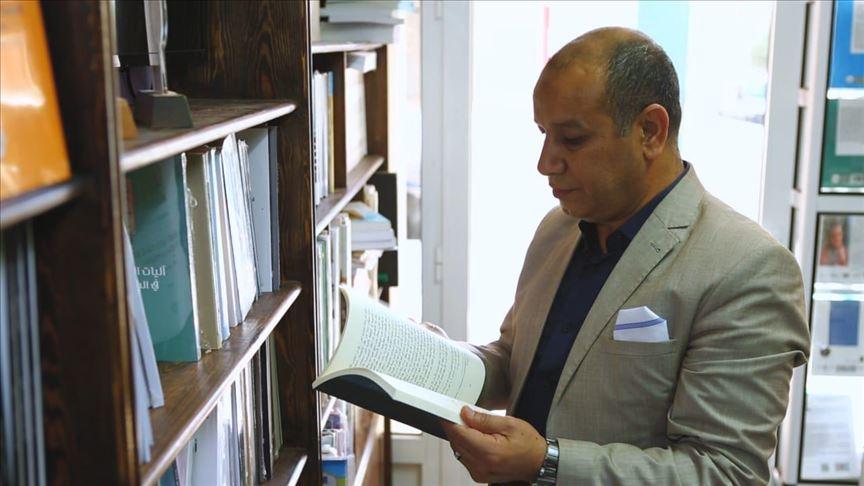 في المغرب.. أستاذ جامعي يصنع من الطلبة كتّابا ومفكرين