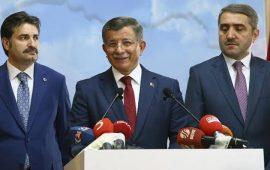 """رسميا.. داود أوغلو يقدم أوراق تسجيل """"حزب المستقبل"""" بتركيا"""