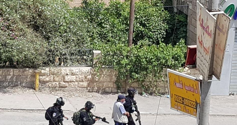 Photo of الاحتلال يُفرج عن 6 مقدسيين ويستدعي آخر