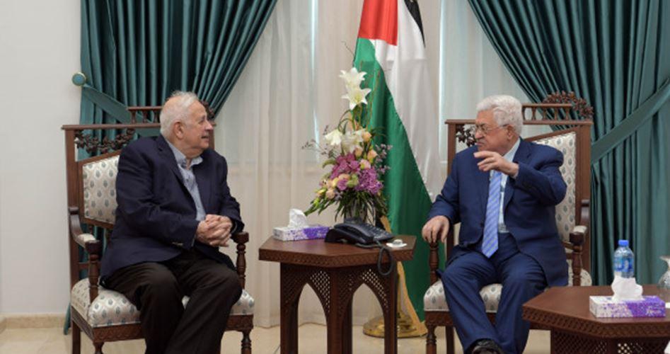Photo of حماس تطالبه بالاستجابة للإرادة الشعبية.. عباس يواصل التهرب من إصدار مرسوم الانتخابات