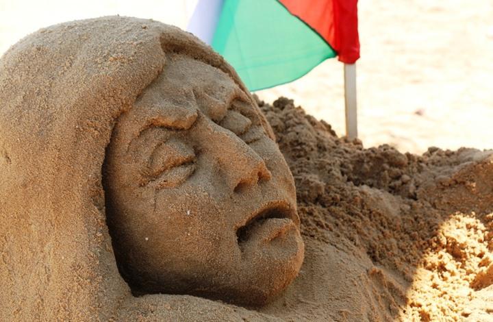 "Photo of ""الرملاوي"" فنانة من غزة تنحت من الرمل هموم شعبنا"
