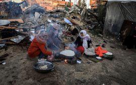 خيمة متهالكة.. مأوى عائلة غزاوية دمر الاحتلال منزلها