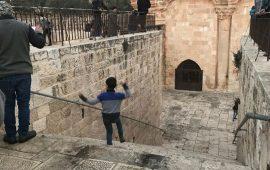شرطة الاحتلال تدنس مصلى باب الرحمة في القدس