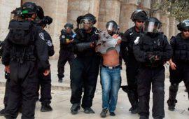 الاحتلال يعتقل شابًّا من الأقصى ويستدعي مصابًا للتحقيق