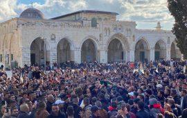 القدس: جماهير غفيرة تشيع جثمان الطفل قيس أبو رميلة من الأقصى