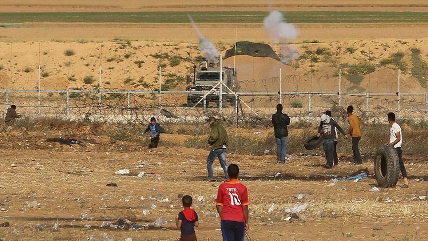 Photo of الجيش الإسرائيلي يعتقل 3 فلسطينيين قرب حدود غزة