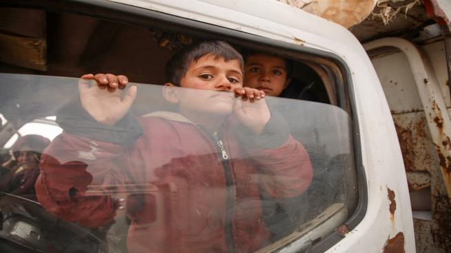 Photo of تكافل اجتماعي… سوريون يُساعدون بعضهم بعضاً