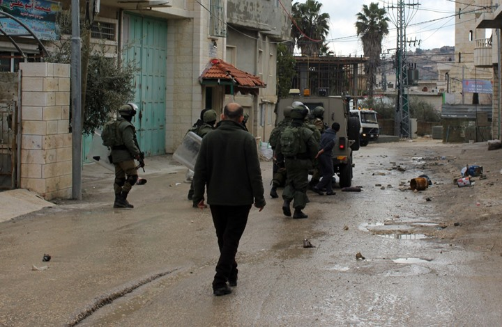 Photo of اعتقالات ومداهمات واسعة في مدن الضفة المحتلة