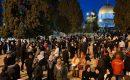 """الآلاف يؤدون صلاة """"الفجر العظيم"""" في الأٌقصى ومساجد الضفة"""