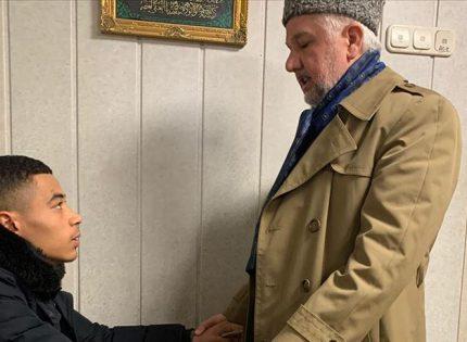 كاميروني يشهر إسلامه إثر نجاته من هجوم هاناو العنصري