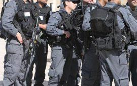 الاحتلال يعتقل فتى ويستدعي مرابطة في الأقصى