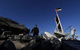 الاحتلال يهدم مسكنًا ويستولي على خيام ومعدات شمالي طوباس