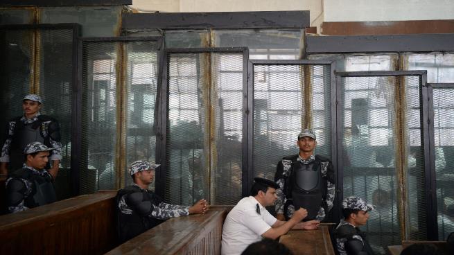 """تحذيرات من """"كارثة إنسانية"""" بالسجون المصرية جراء كورونا"""