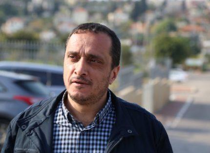 هل لكل ذلك طالبت بعض الأصوات بإقالة فضيلة الشيخ كمال خطيب من لجنة الحريات
