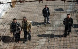 مركز أسرى فلسطين للدراسات: الاحتلال يتعامل مع الأسرى بعنصرية واضحة
