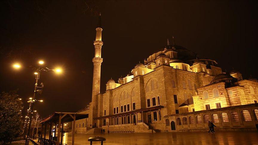 كورونا.. مساجد تركيا تصدح بالدعاء إلى الله لرفع الوباء