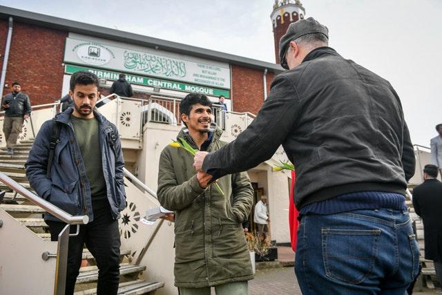 القرآن وأحاديث النبي محمد تُبث على إذاعات بريطانية.. قرار جديد وسط تفشي كورونا بالمملكة المتحدة