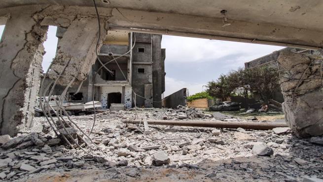 Photo of قتلى وجرحى جراء استهداف قوات حفتر لطرابلس بعشرات القذائف العشوائية