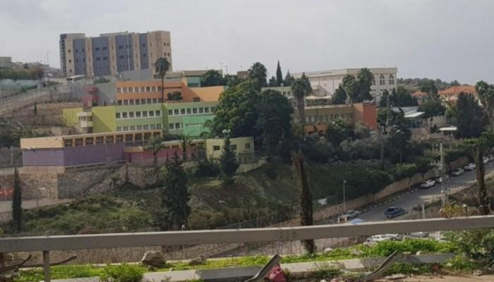 Photo of أولياء أمور أم الفحم تحذر من إعادة فتح المدارس في ظل هذه الظروف