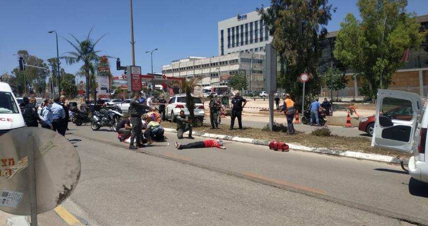 Photo of إصابة إسرائيلية طعنًا شمالي تل أبيب وإطلاق النار على المنفذ