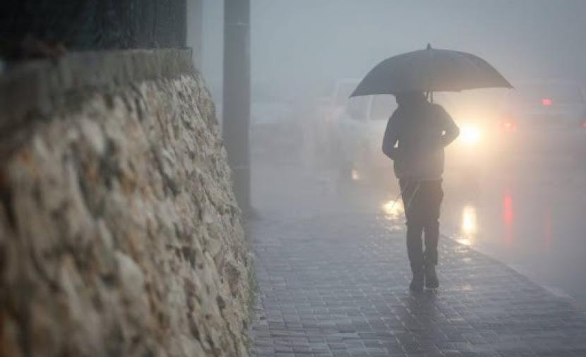 Photo of حالة الطقس: أجواء ماطرة اليوم وارتفاع ملموس غدًا