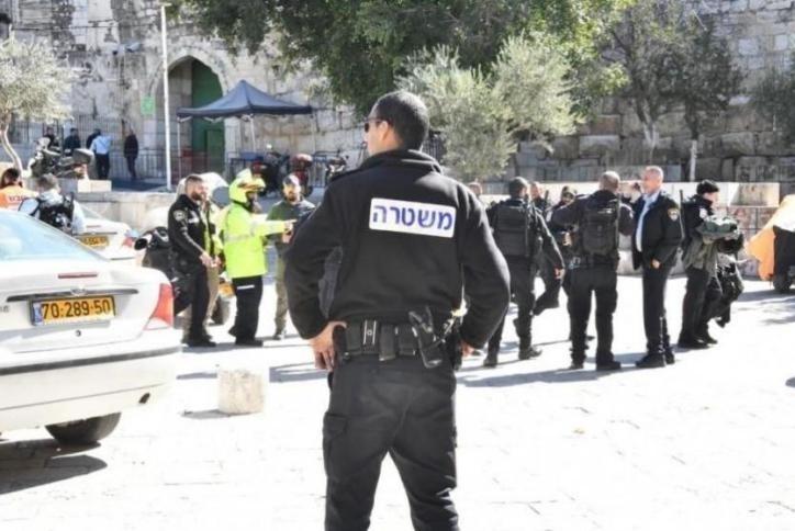 Photo of الاحتلال يعتقل مقدسياً وأولاده الثلاثة قرب باب العمود