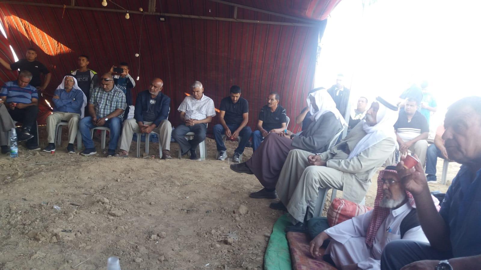 Photo of النقب: اجتماع حاشد لبحث سبل مواجهة مخططات مصادرة أراضي خربة الوطن