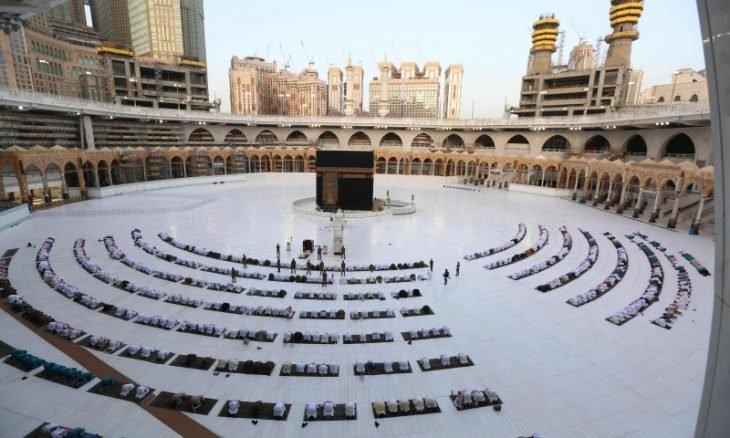 Photo of السعودية تعيد فتح المساجد للصلاة بعد شهرين من الإغلاق