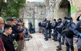 القدس: الاحتلال يعتدي على المصلين في الأقصى