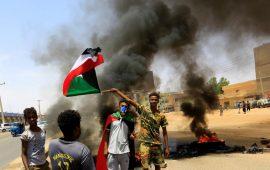 """تطالب بالعدالة وتصحيح المسار.. الأمن السوداني يقمع مظاهرات """"مليونية"""" ذكرى الثورة"""