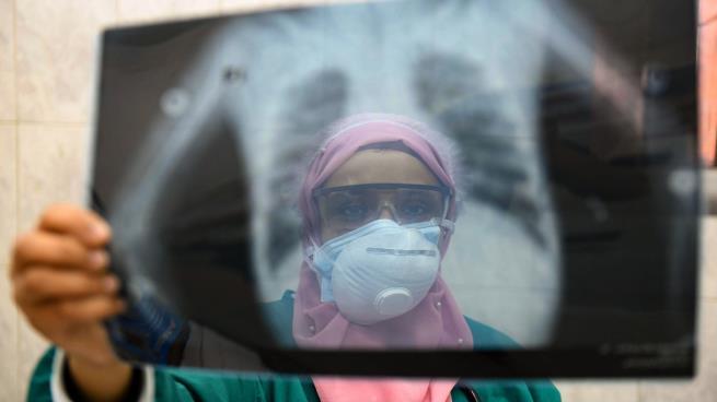Photo of ذلّ البحث عن سرير بمستشفيات العزل في مصر