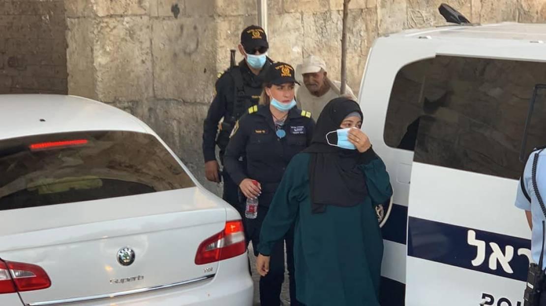 إبعاد الناشطة آية أبو ناب عن المسجد الأقصى لستة شهور