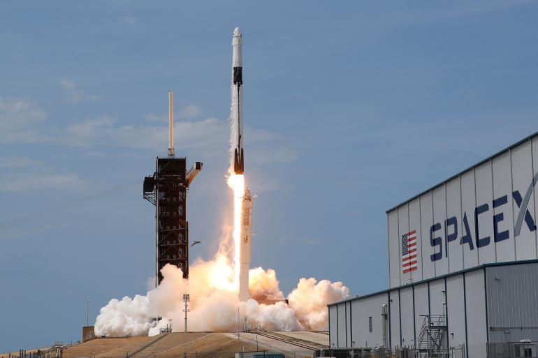 تدعو الناس لاختبار منصتها.. سبيس إكس تحاول منح العالم القدرة على الوصول للإنترنت من الفضاء