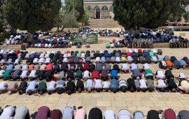 50 ألف مصلٍّ يؤدون صلاة الجمعة بالأقصى بعد فتحه للمرة الأولى