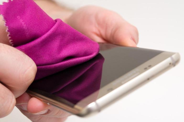 نصائح خبير ألماني لتنظيف الهواتف الذكية في زمن كورونا