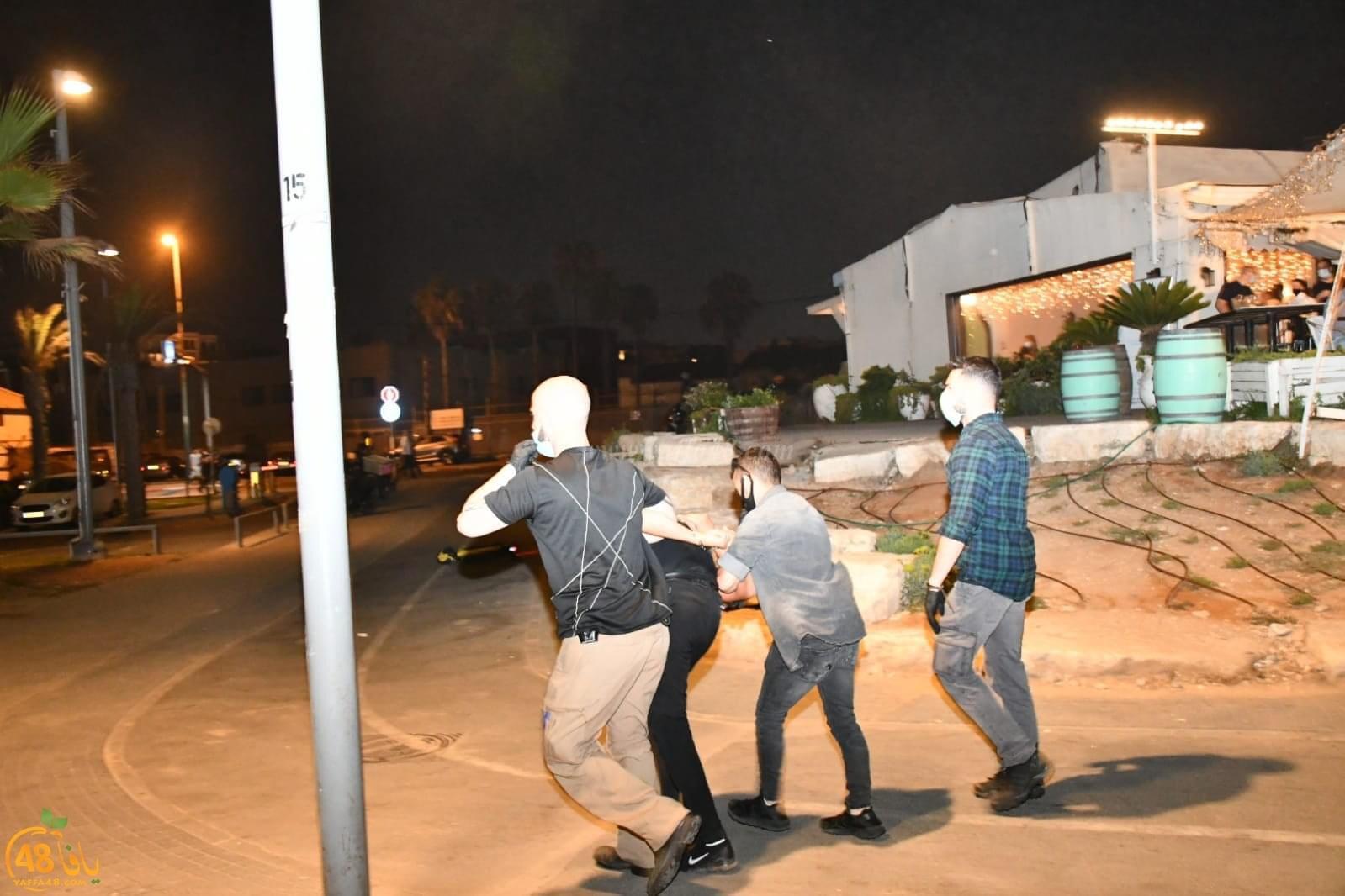 Photo of يافا: الشرطة تعتدي على المحتجين لاستمرار العمل في مقبرة الإسعاف وتعتقل 4 شبان